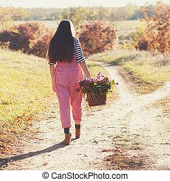 hipster, panier, étapes, girl, fleurs, route