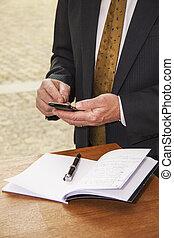 his, офис, texting, клетка, телефон, стол письменный, бизнесмен