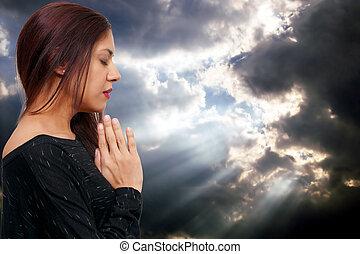 hispânico, latino, mulher rezando