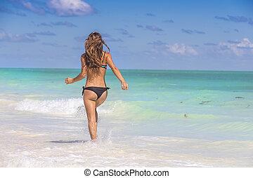 hispânico, modelo, morena, executando, praia