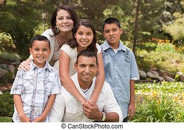 hispânico, parque, família, feliz
