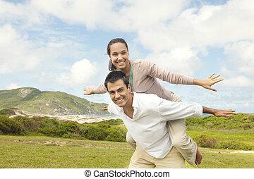 hispanic accouplent, amour, heureux