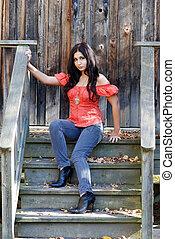 hispanic kobieta, kroki, posiedzenie