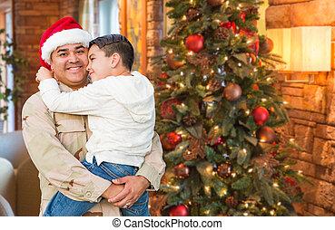 hispanic, krigsmakt, soldat, tröttsam, jultomten hatt, krama, son, framme, julgran