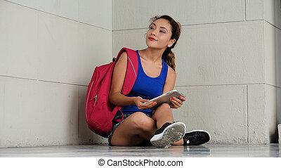 hispanic, kvinnlig, högskola studerande