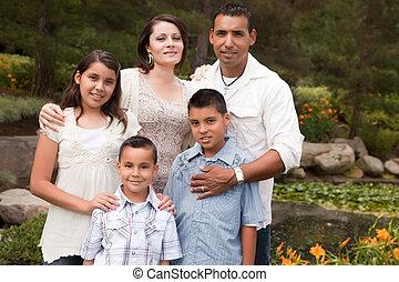 hispanic, park, rodzina, szczęśliwy