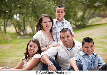 hispanic, parkera, familj, lycklig
