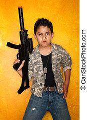 hispanic, pojke, med, leksak gevär