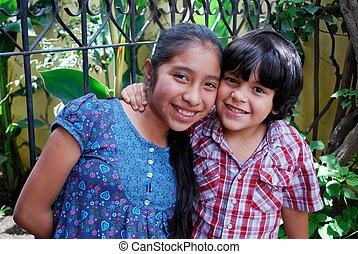 hispanic, pojke och flicka