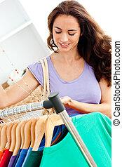 hispanic vrouw, in, een, mode, winkel