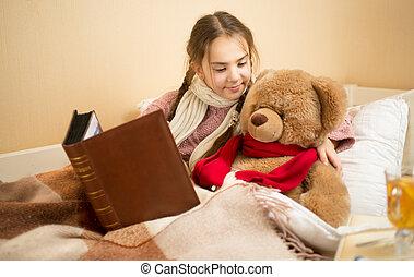 história, morena, urso teddy, cama, contar, retrato, menina