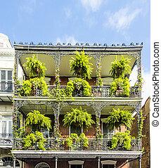 histórico, antigas, edifícios, com, ferro, sacadas, em, quarto francês