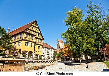 histórico, con entramado de madera, casa, en, romántico, medieval, pueblo, de, dinkelsbuehl, en, baviera, germany.