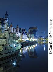 histórico, polaco, cidade, de, gdansk, à noite
