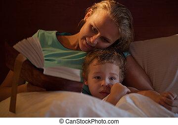 histoire, elle, peu, fils, heure coucher, mère, lecture