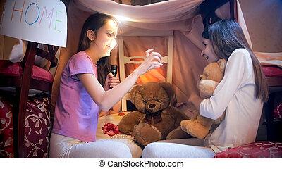 histoire, elle, terrifiant, fille nuit, pyjamas, peurs, ami