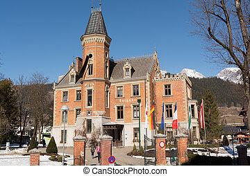 historisch sehenswertes Rathaus in Schladming im ehemaligen Jagdschloss - Austria