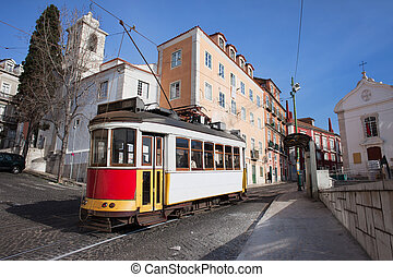historisch, tram, in, alfama, district, van, lissabon