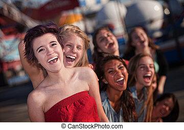 hisztérikus, csoport, közül, lány, nevető