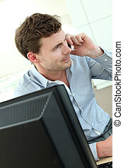 hivatal munkás, társalgás mobile telefon