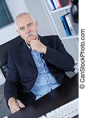 hivatal, sikeres, modern, portré, üzletember, idősebb ember