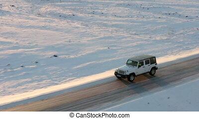 hiver, besides, coucher soleil, arctique, voler, soleil, neigeux, jeep, aerial:, islande, route