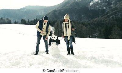 hiver, couple, nature., personne agee, apprécier, eux-mêmes