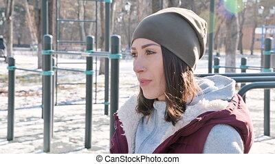 hiver, ensoleillé, fôlatre champ, dehors, portrait, girl, jour, réchauffe