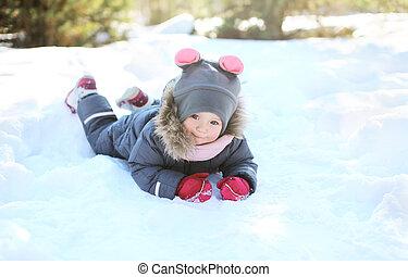hiver, ensoleillé, neige, jour, enfant joue