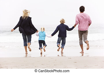 hiver, famille, dos, jeune, courir long plage, vue