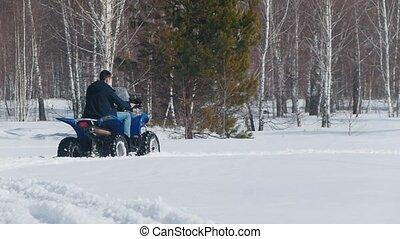 hiver, forêt, motoneige, équitation, homme, vêtements
