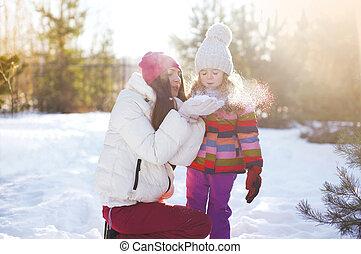 hiver, mère, ensoleillé, avoir, enfant, amusement, jour