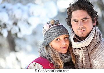 hiver, marche, couple, jour, dehors