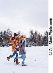 hiver, neigeux, -, deux, bas, soeurs, courant, rue, amusement