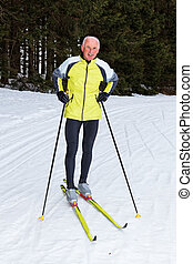 hiver, pays, croix, ski, pendant, personne agee