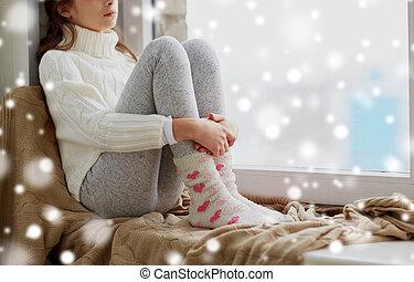 hiver, séance, triste, fenêtre, maison, girl, rebord
