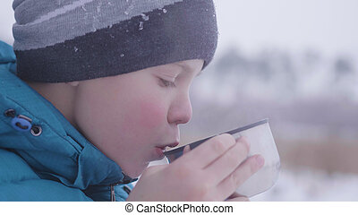 hiver, thé, enfant, parc, dehors, boire