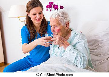 hjälp ute, äldre, tålmodig