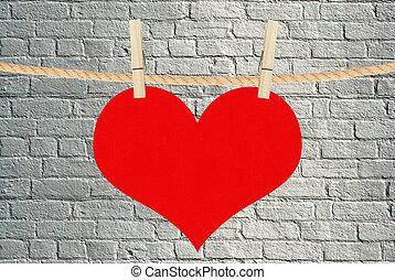 hjärta, över, hänga, bakgrund, tegelsten, röd, klädnypor
