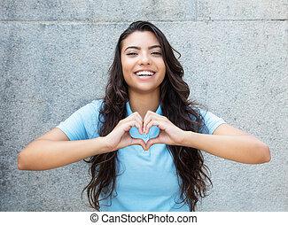 hjärta, latin, kärlek, visande, amerikansk kvinna, skratta, räcker