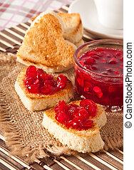 hjärtformig, rostat bröd, med, marmelad