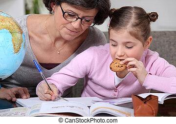 hjælper, granddaughter, kvinde, hjemmearbejdet, hende