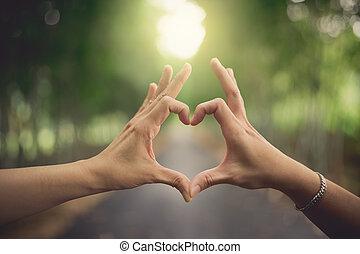 hjerte form, hænder