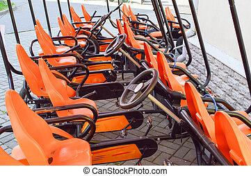 hjul, pedaler, rekreation, familj, fashionabel, många, bicycles, parkera, sports, höst, kort, parkerad, apelsin, turism, four-wheeled, cykel