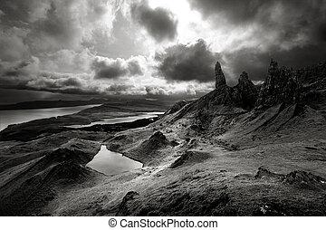 hochländer, aus, dramatisch, himmel, schottische landschaft,...