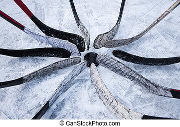 hockey team put putter around the washer - Eleven clubs ...