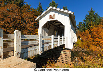 hoffman, puente, encima, crabtree, riachuelo, en, otoño
