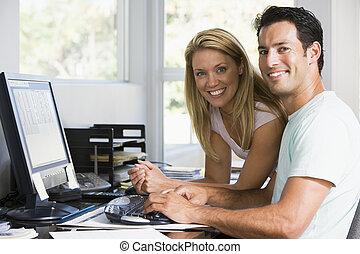 hogar, pareja, computadora, sonriente, oficina