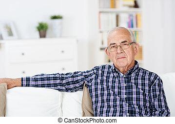 hogar, pensativo, hombre mayor
