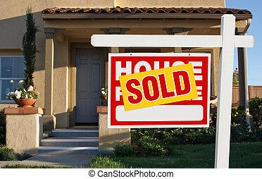 hogar, vendido, para el signo de liquidación